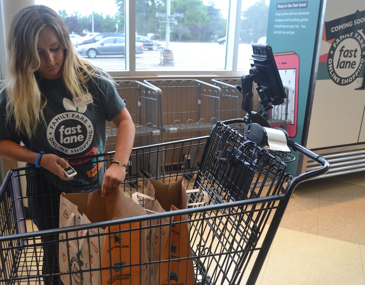 Regional grocers fight back in online grocery war
